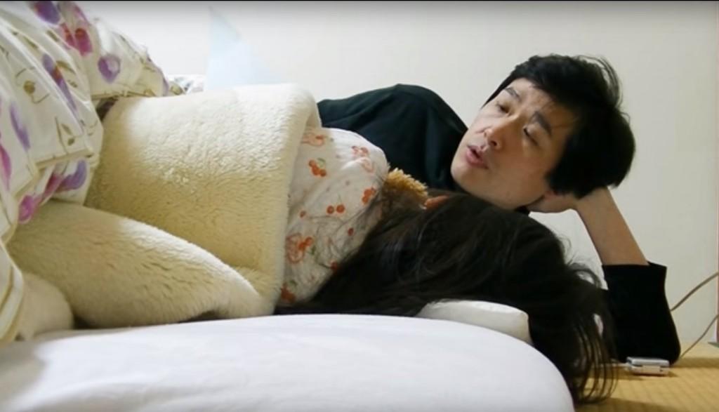 寝かしつけ 1024x587 ユーチューバーの1日 ~カネちゃんのテレビ編~