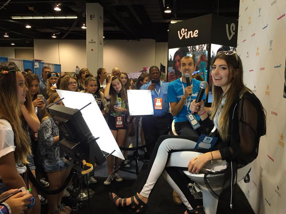 VidCon Booth 2 Thats A Wrap On VidCon 2015!